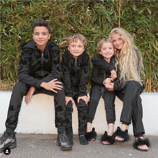 U incidentu byly její starší děti Junior a Princess...