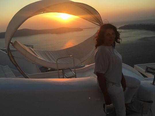 Západy slunce na Santorini jsou podle zpěvačky úchvatné.