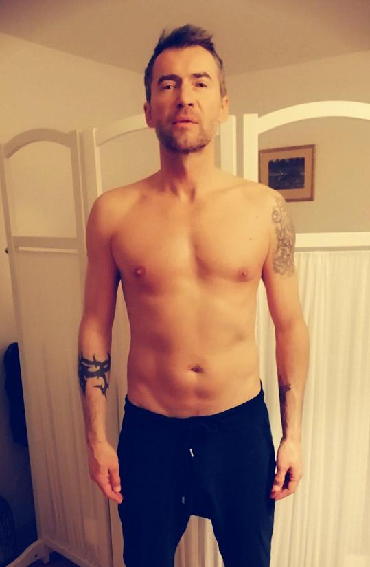 Postupně začal s dietou a cvičením.