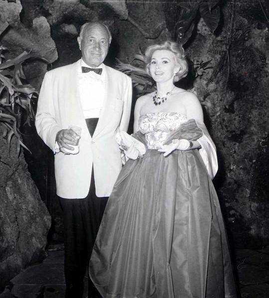 Rodiče Francesky herečka Zsa Zsa Gabor a zakladatel hotelového řetězce Conrad Hilton.