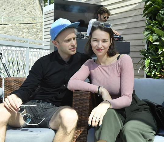 Lídrem kapely Mutanti hledají východisko je její kamarád Jiří Konvalinka.