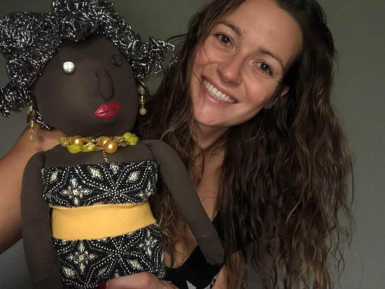 Ruční práce daly Evě u výroby panenky zabrat.