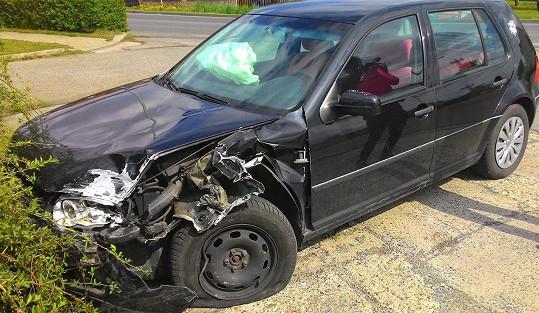 Vůz muže, který prý v opilosti naboural do modelky.
