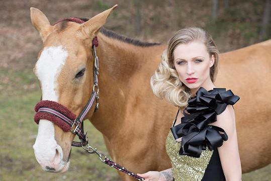 Focení s koníky nebylo tak snadné, jak předpokládala.