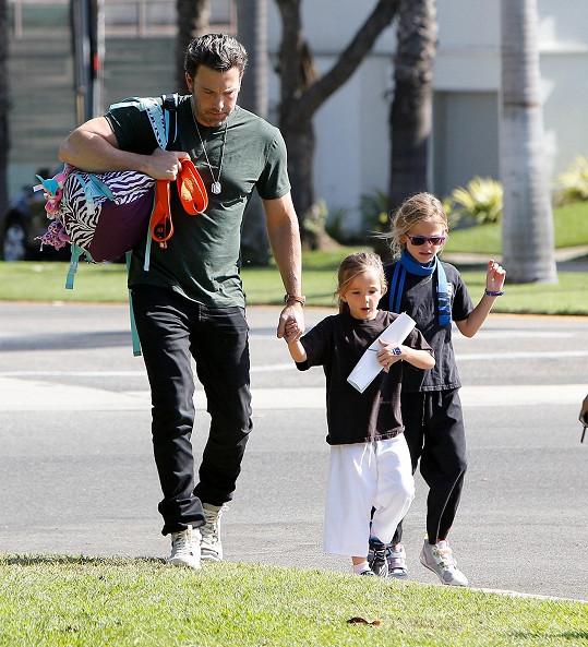 Ben Affleck s dcerami Violet a Seraphinou