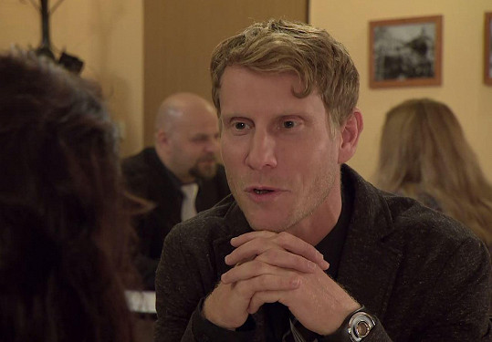Marek (Jaromír Nosek) se rozbrečel kvůli nešťastné lásce.