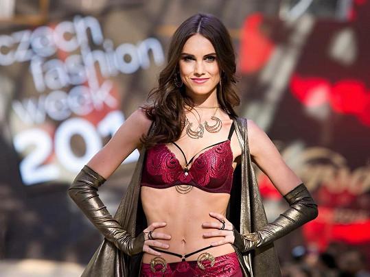 Barbora předváděla na nedávném teplickém fashion weeku.