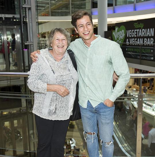Milan Peroutka se svou babičkou