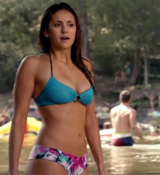 Nina Dobrev je hvězdou seriálu Upíří deníky.