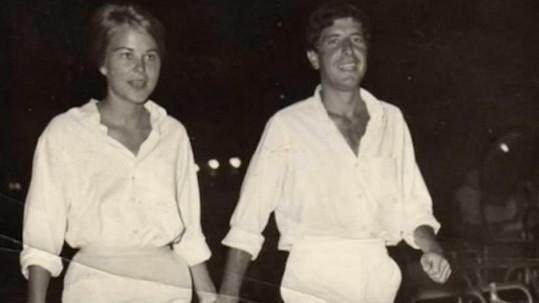 Leonard Cohen na archivním snímku s Marianne Ihlen