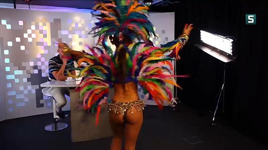 Divákům zde poprvé v médiích předvedla brazilskou sambu.