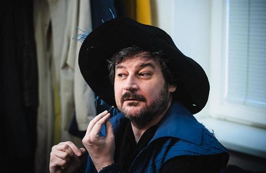 Nabídky do filmů a seriálů Martin Valouch zatím odmítá, je spokojený ve Slezském divadle Opava.