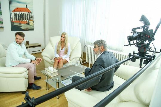 V klipu si zahrál i známý sexuolog Radim Uzel.
