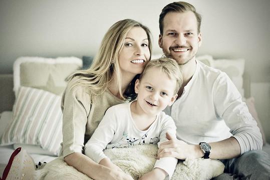 Martin Chodúr s partnerkou Ivonou a synem Martínkem, který se na nové desce také objeví.