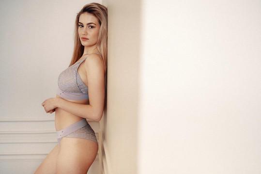 Je často vyhledávanou modelkou spodního prádla a plavek.