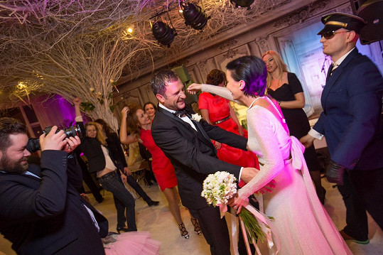Nemohl chybět ani novomanželský taneček....