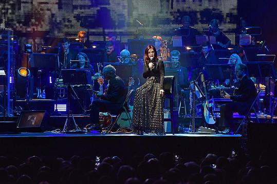 Priscilla Presley přijede do Prahy se vzpomínkovým koncertem na rokenrolového krále.