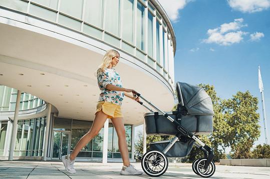 Miss Czech Republic 2015 se podařilo otěhotnět s manželem hokejistou na první pokus.