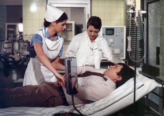 Jana Štěpánková (vpravo) v Nemocnici na kraji města (1977)