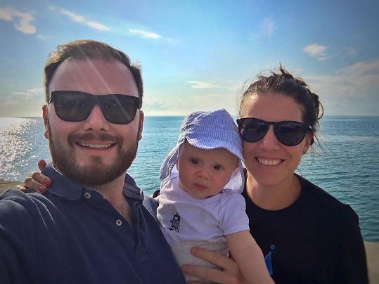 Jan Smigmator a jeho manželka Kateřina cestovali se synem, který měl jen pár měsíců.