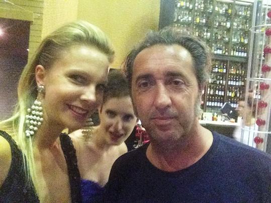 Modelka s režisérem Paolem Sorrentinem.