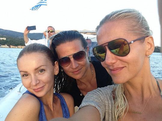 Se svými kamarádkami Petrou Ficovou (vlevo) a Evou Skallovou