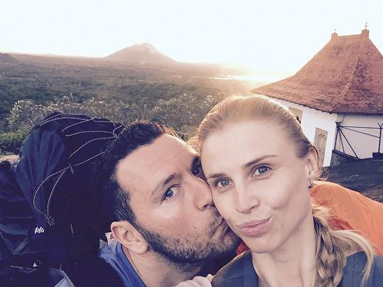 Moderátor vyrazil s novou přítelkyní na Srí Lanku.