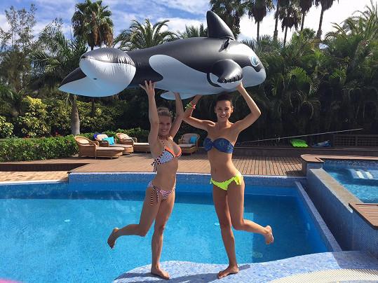 Míša fotí kalendář s modelkou Kateřinou Votavovou.