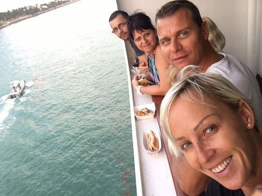 Rodinka vyrazila na výlet luxusním parníkem poté, co Vlastu navštívila na Floridě jeho sestra se synem.