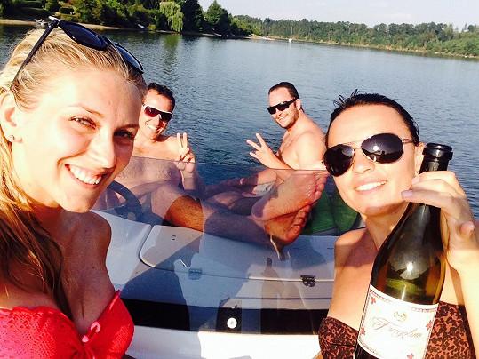 Zora Hejdová strávila horký víkend u vody.
