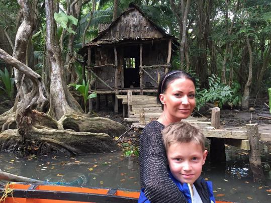 S Kristianem na ostrově Dominika před chaloupkou, která si zahrála v Pirátech z Karibiku.