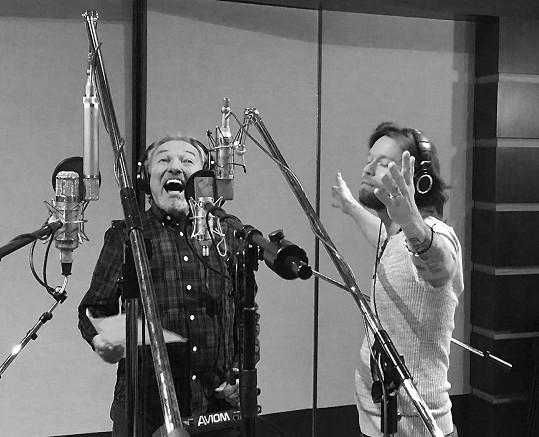 Karel Gott a Richard Krajčo spolu nazpívali píseň Vánoční.