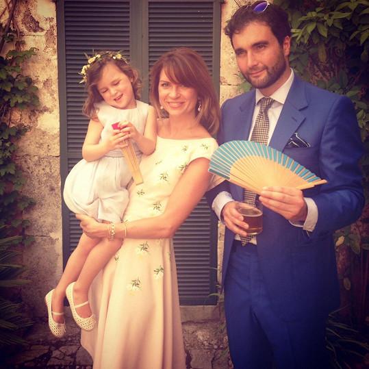 Gabriela Peacock s manželem Davidem a dcerou Maiou na svatbě Jamese Blunta.