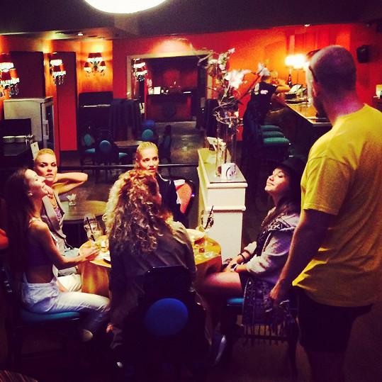 Natáčení v pražském Buddha-Bar Hotelu pod taktovkou režiséra Adama Pavelky