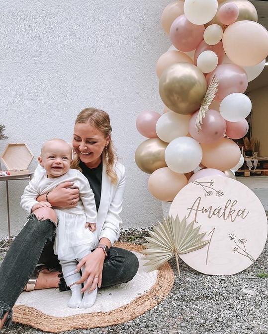 Zpěvačka se svou dcerkou