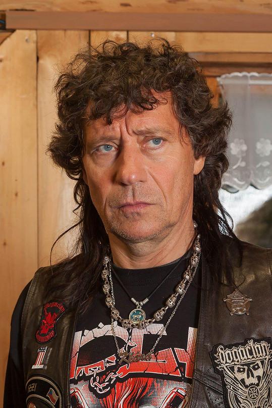Pavel Kříž jako drsný rocker.