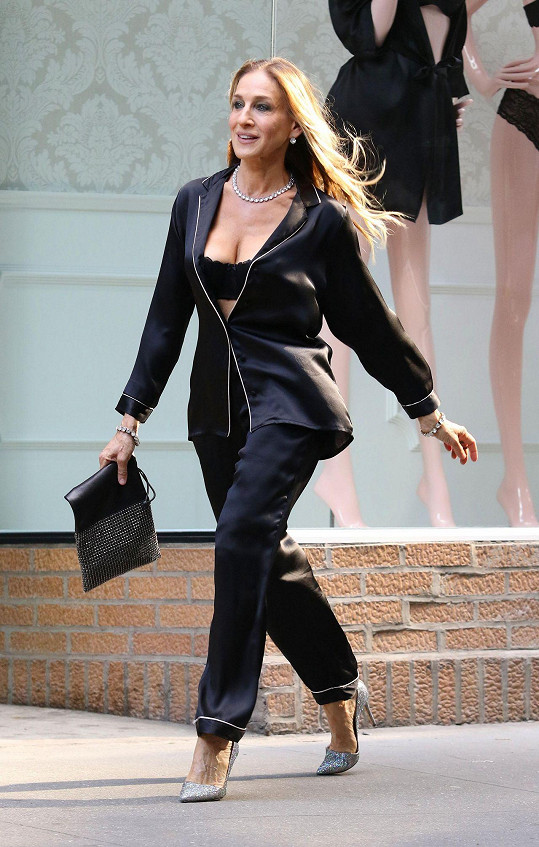 Odvážnější outfit, ale ona si může dovolit přehánět.