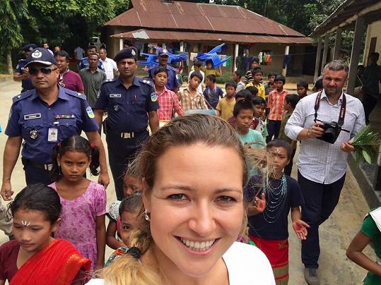 Evu v Bangladéši hlídala policejní eskorta.