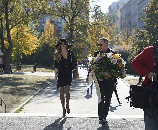 Andrea Verešová přišla s manželem.