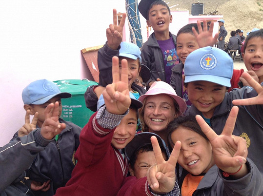Herečka učila děti v tibetské škole.