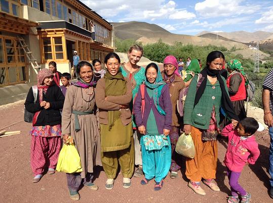 """Zaujala vás dobrodružná cesta Ivany Jirešové a projekt Brontosauři v Himalájích? Můžete se stát tzv. """"Himalájským patronem"""" nebo odjet na """"kurz buddhismu"""", čímž podpoříte rozvoj školy."""