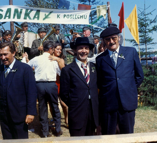 Josef Kemr a Jiří Sovák ztvárnili v oblíbeném seriálu, který běží v České televizi, nezapomenutelnou dvojku.