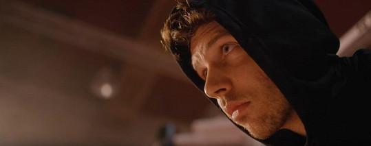 Peter Pecha ve videoklipu k písni Pád.