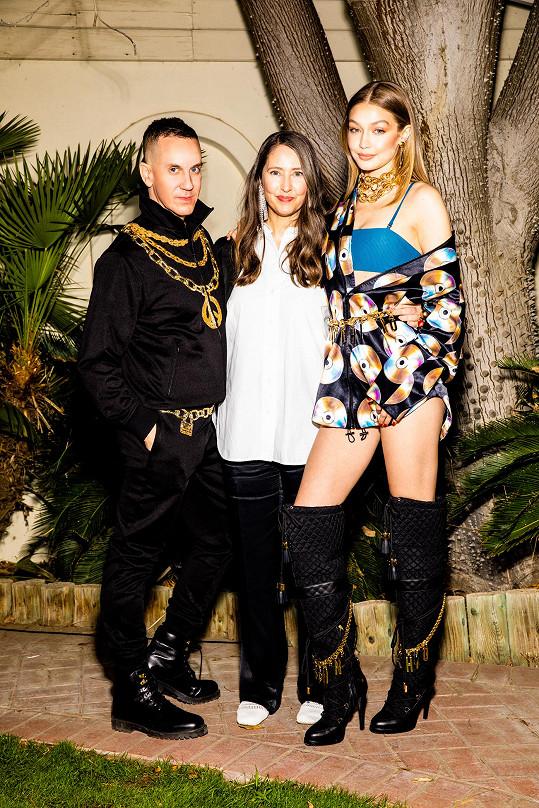 Spojení dvou značek je podle Ann-Sofie Johansson (uprostřed) skutečně dokonalým propojením, protože skvěle kombinuje pop, streetovou kulturu, loga a také glamour.