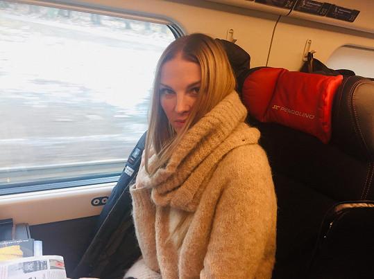 Do Tater se vypravila vlakem.