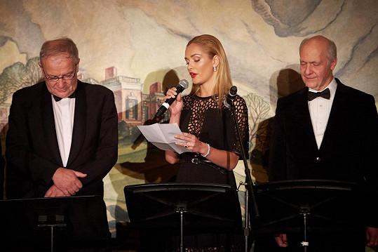 Taťána byla vybrána, aby po boku Madeleine Albrightové, Jacquese Rupnika a Ivana Havla přečetla osobní dopis Václava Havla, který napsal v roce 1980 z vězení své manželce Olze.