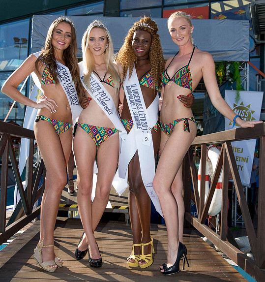 Vítězky prvního semifinále s organizátorkou Miss Léta