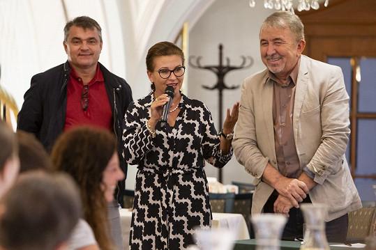 Dana Morávková na tiskové konferenci filmového festivalu Febiofest s jeho organizátory Kamilem Spáčilem a Fero Feničem