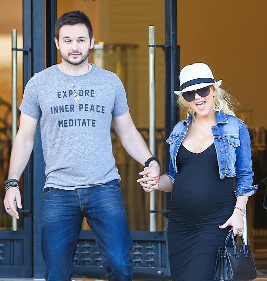 Matthew Rutler a Christina Aguilera přivítali do rodiny holčičku.