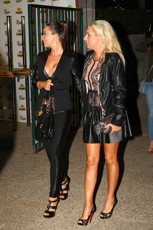 Danielina blond kamarádka měla model pravděpodobně ze stejné kolekce značky Sugarbird.